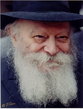 The Lubavitcher Rebbe talks about lighting shabbat candles