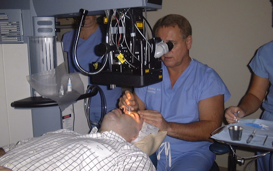 Your Ultimate Guide for Choosing a Laser Eye Surgeon