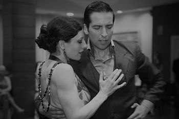 Black and white photo of Jenny & Ricardo Oria