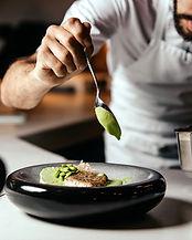 vue-face-cuisinier-preparer-nourriture-i