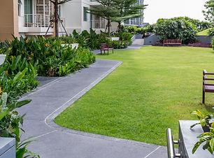 Nowoczesny ogród na dachu z pathwayin_mm
