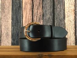 Horseshoe buckle belt.