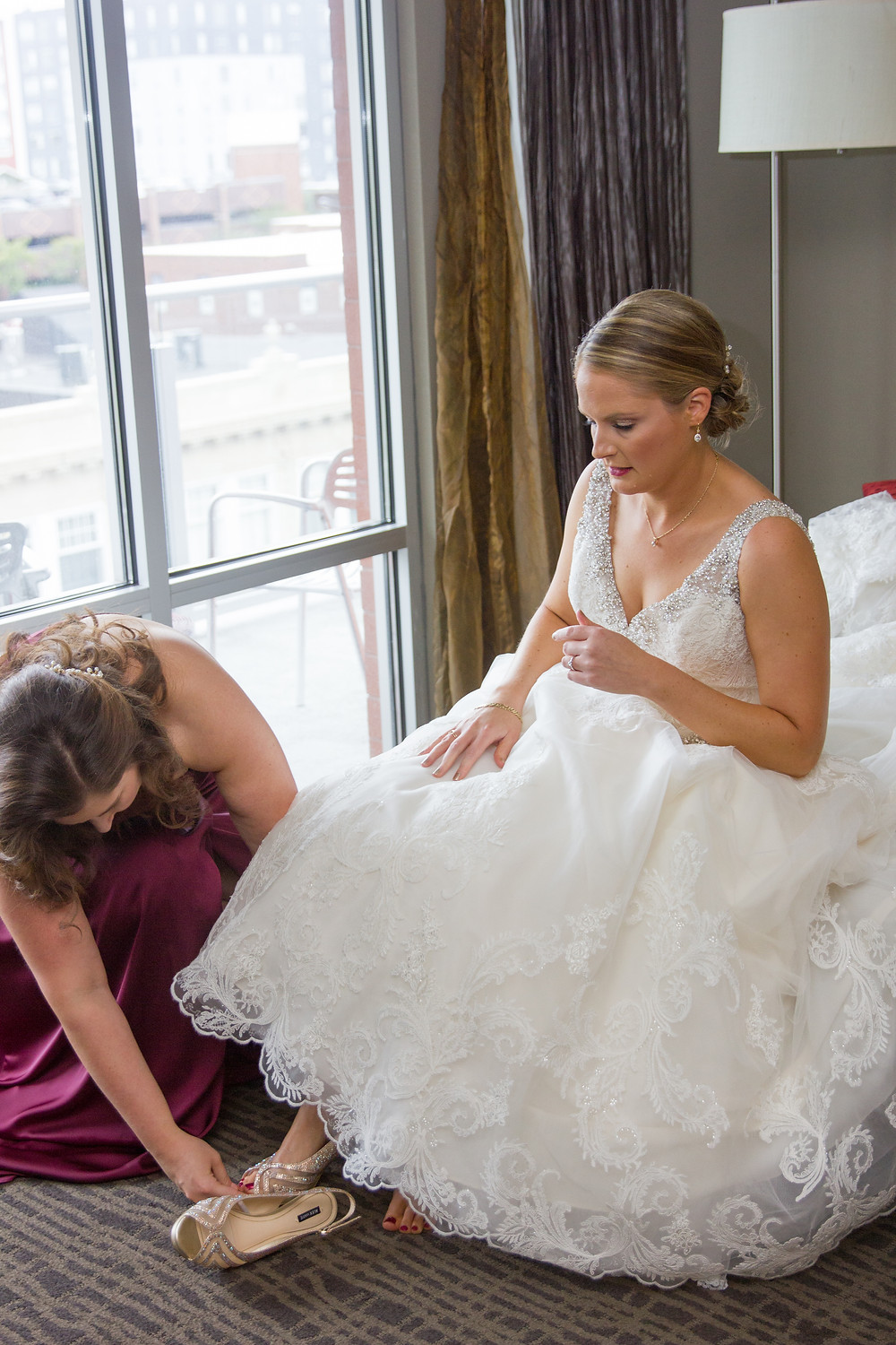 getting ready, wedding day, bride, shoes, columbia, mo, wedding, the broadway hotel, wedding dress, blue diamond events photography, fall colors, Kimball Ballroom, Stephens College, fall decor, blue diamond events coordinating, day of coordinating