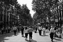"""Las Ramblas, un paseo por el corazón de la ciudad, diversidad y color intenso. La Rambla de Canaletas, lugar de reunión de los """"culés"""" (hinchas del FCBarcelona) después de las victorias."""