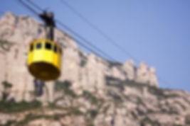 El Telefèric de Montserrat, inaugurat en 1930, té un recorregut de 1350 m amb pendents de fins a un 45%