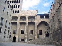La Plaza del Rey, realizada en la segunda mitad del siglo XIV para realizar torneos. Símbolo del poder Real y Condal.