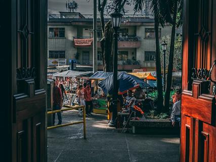 Feria en Plazuela de San Ignacio.jpg