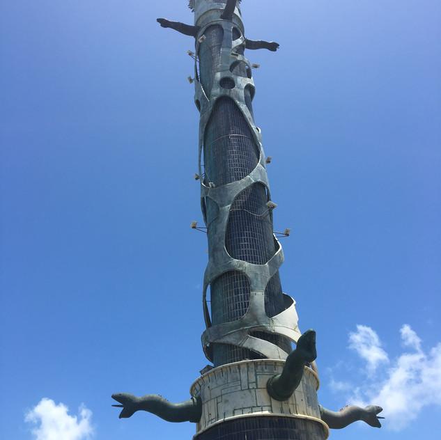 Coluna de Cristal no Parque deEsculturas de Francisco Brennand em Recife