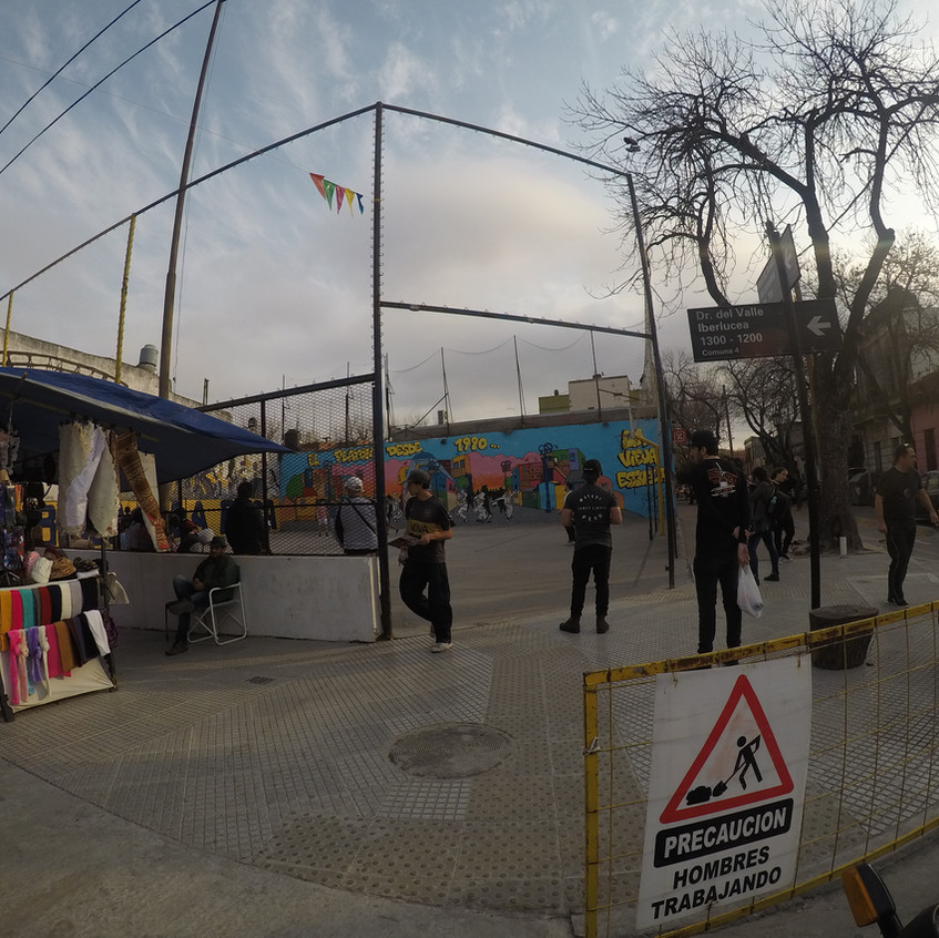 Crianças brincando no bairro La Boca