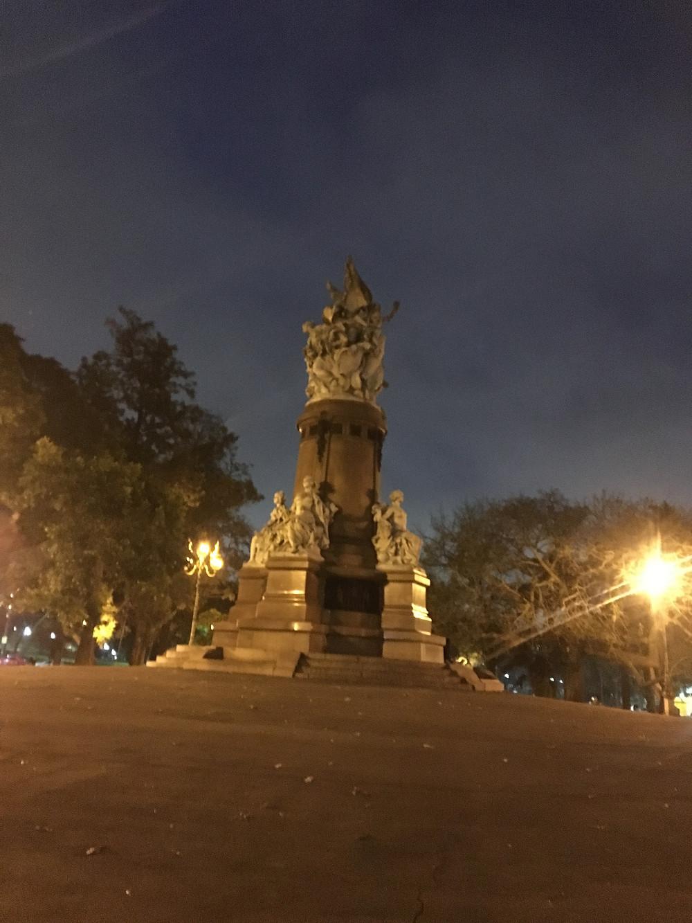 Viaje com pouco - Plaza Intendente Alvear