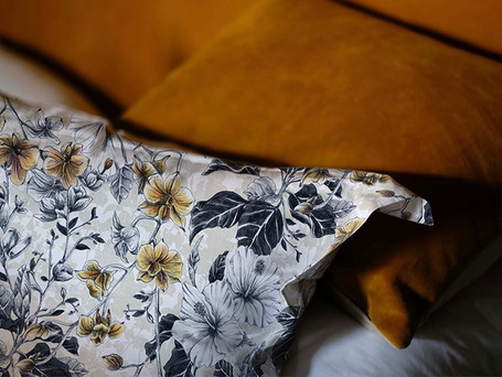 Hearts_of_Gold-Gold-Pillowcase_detail-Tr
