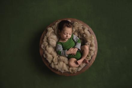 Tania Fernandes green newborn.png