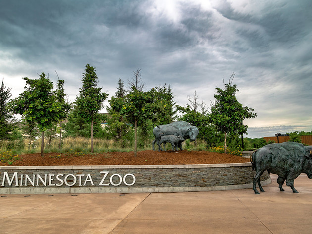 Minnesota-Zoo-Entrance-Trees-Aloha-Lands