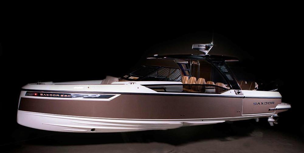 Mini yacht lusso Saxdor 320 GTO black full line