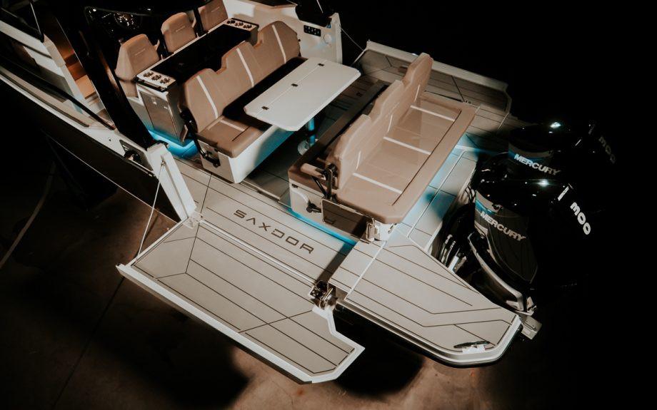 Motoscafo Yacht Saxdor 320 GTO con terrazze laterali aperte
