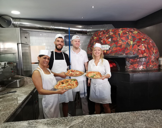 make-your-own-pizza-in-rome-1.jpg