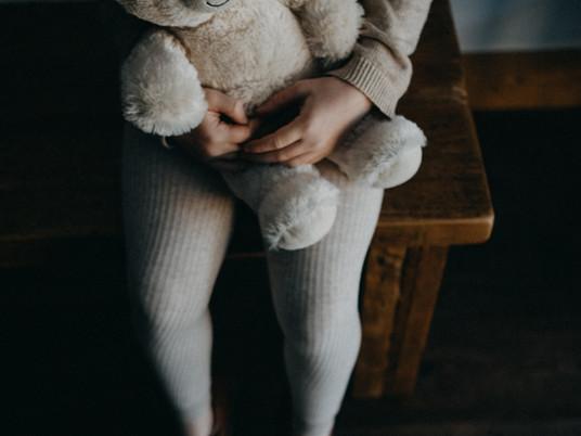Hoe narcisten wegkomen met kindermishandeling
