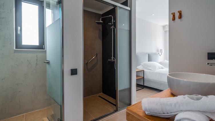 Coral Suite Bathroom