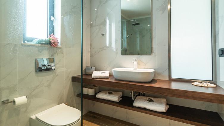 Shell Suite Bathroom