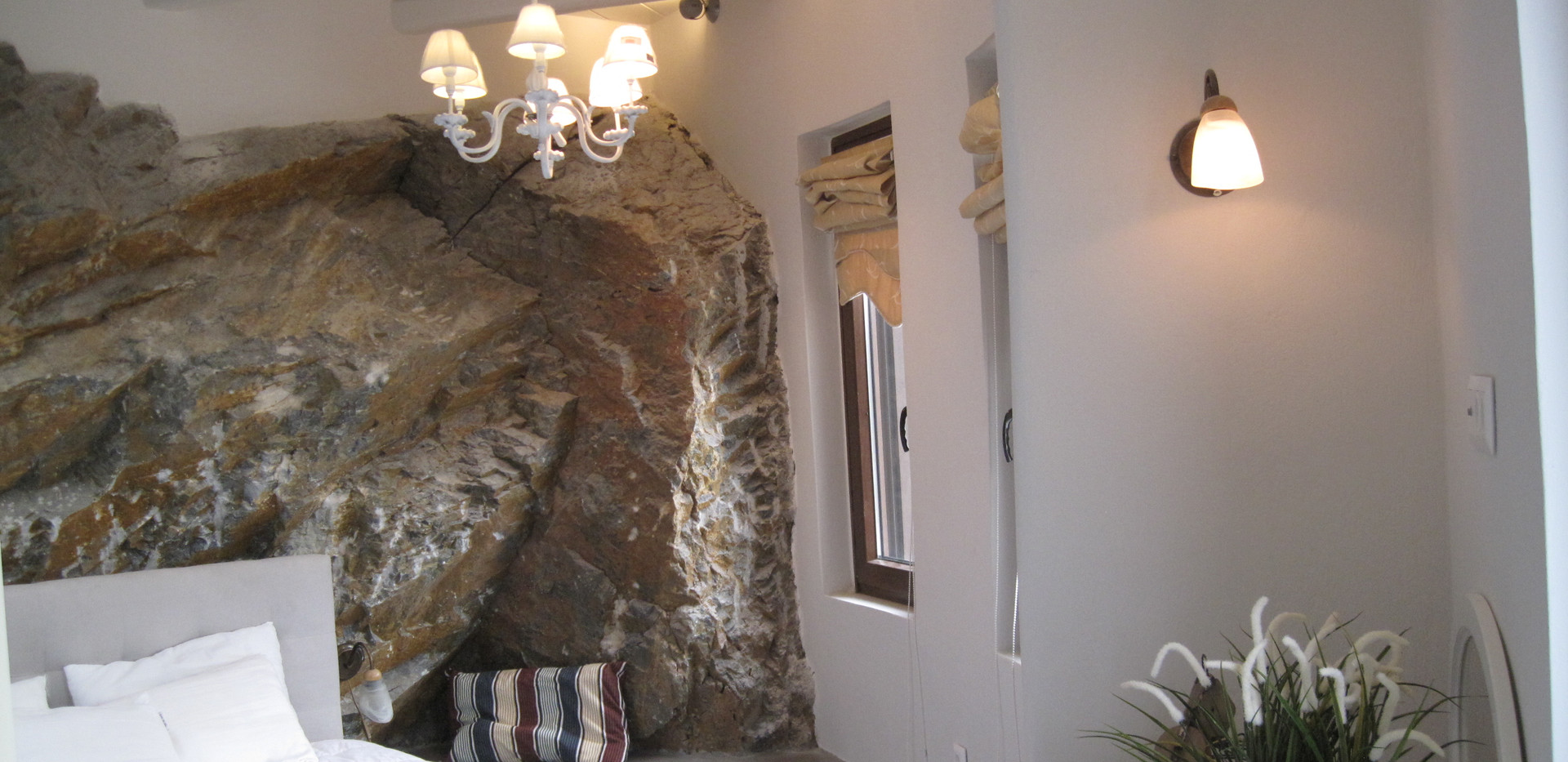 Main Bedroom  pic 2.JPG