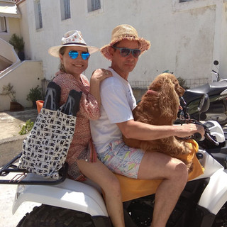 Twin house Spetses guests8 and dog.jpg