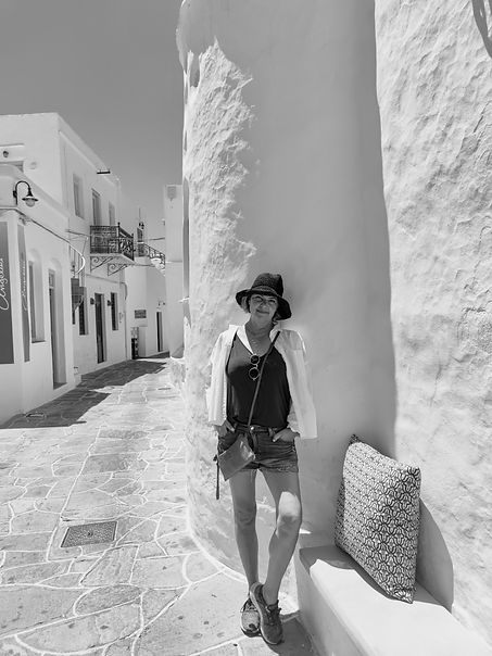 Peruze black white Sifnos.jpg