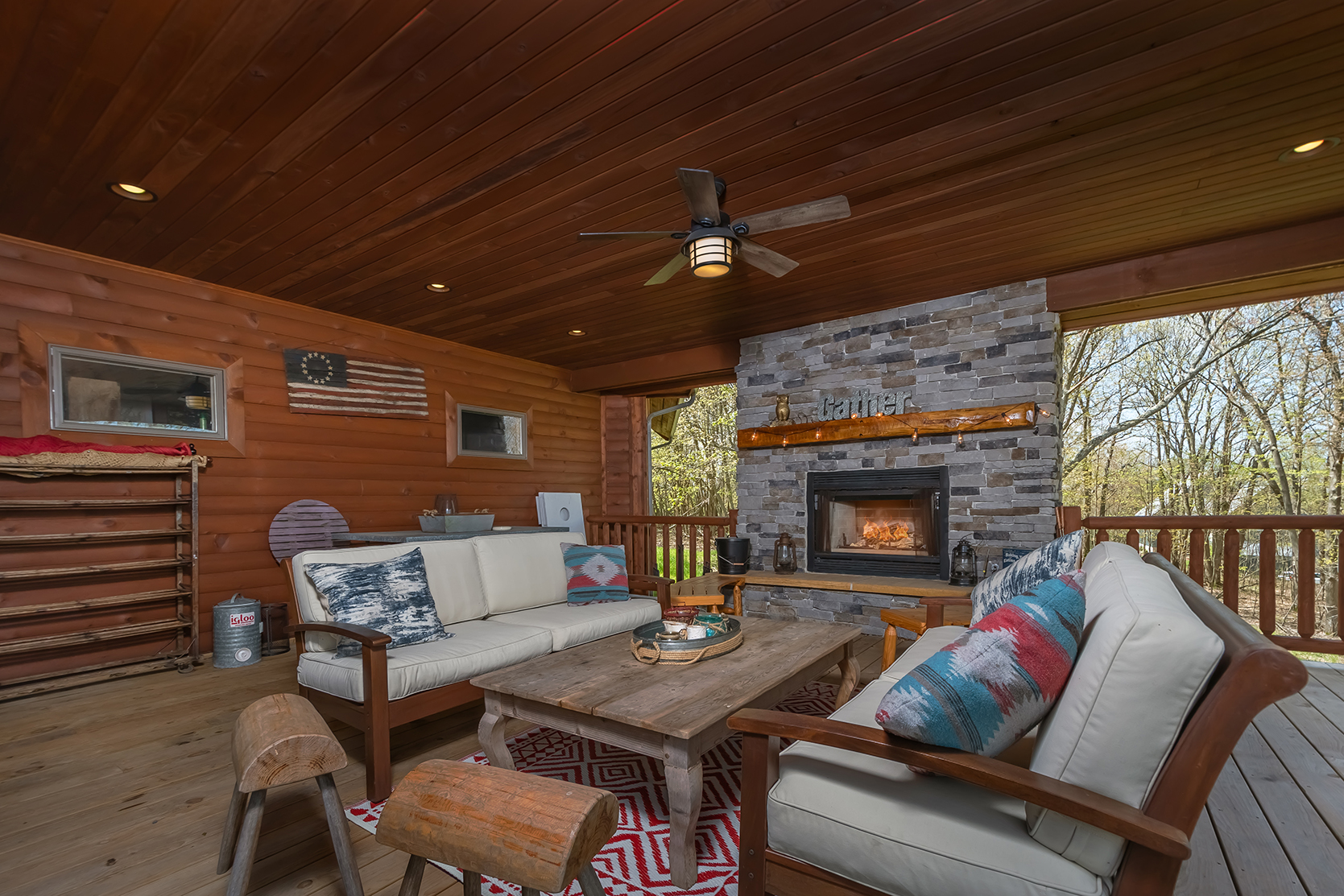 585SUMMITDRIVE_OutdoorLivingArea_2