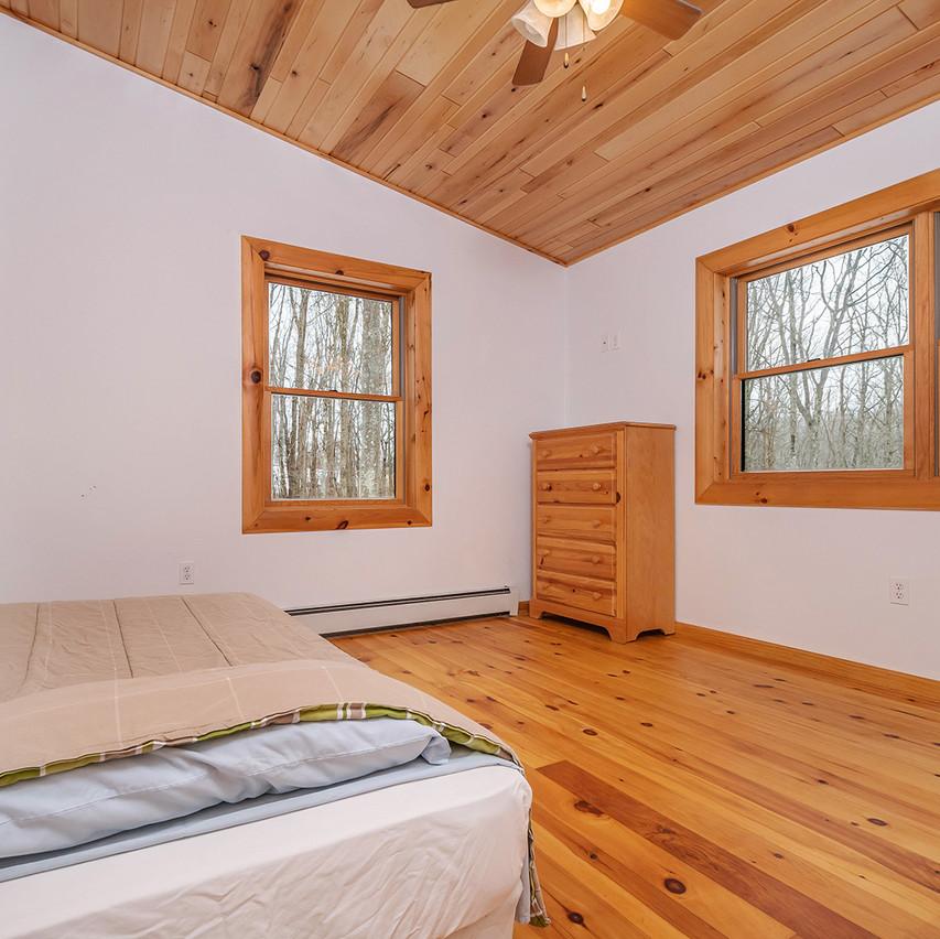 75HOMESTEADCOURT_UL_Bedroom3_2