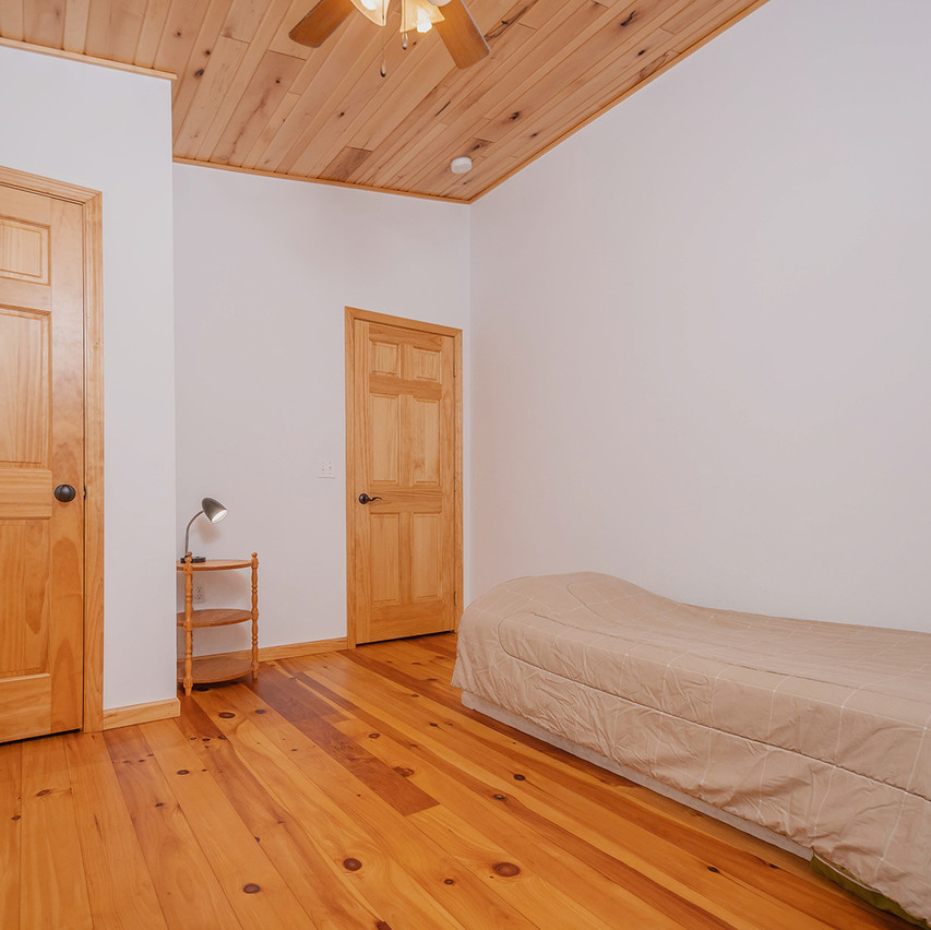 75HOMESTEADCOURT_UL_Bedroom3_1