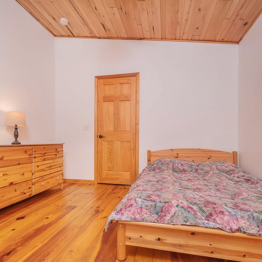 75HOMESTEADCOURT_UL_Bedroom2_2