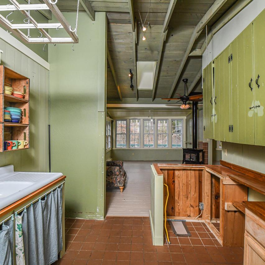 114WATERWHEEL_kitchen2_realestate