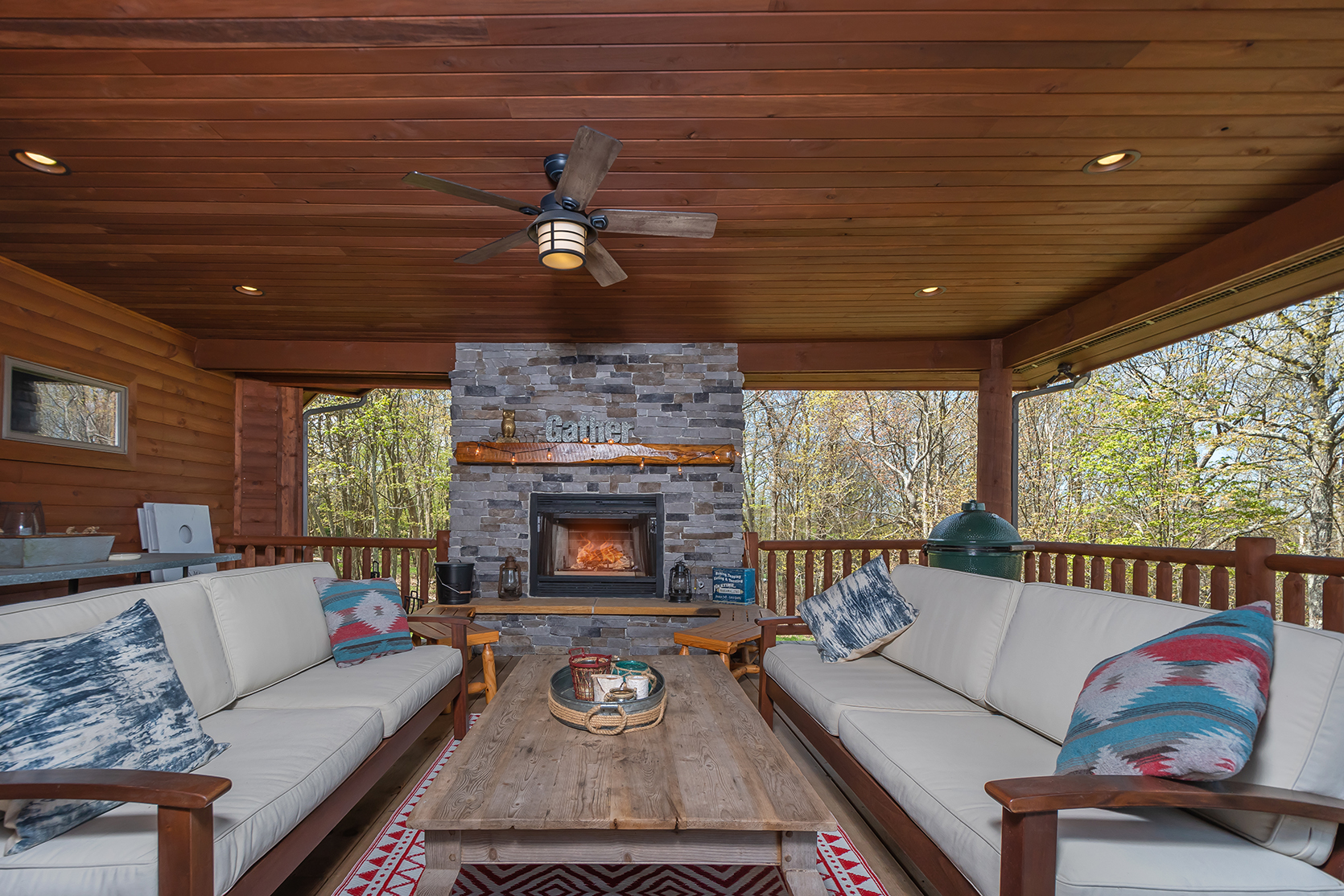 585SUMMITDRIVE_OutdoorLivingArea_3