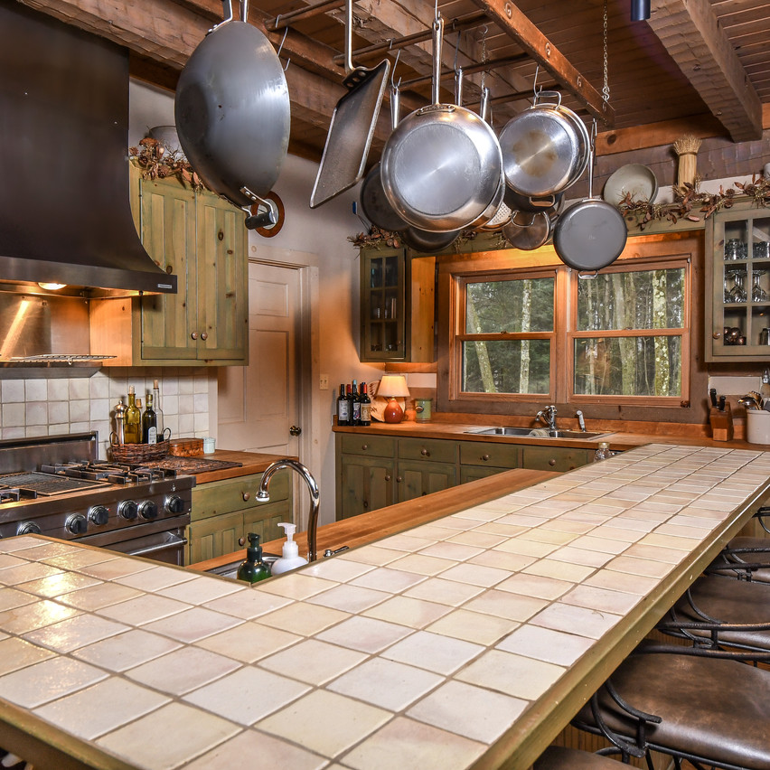 SAVAGERIVERLODGE_housekitchen