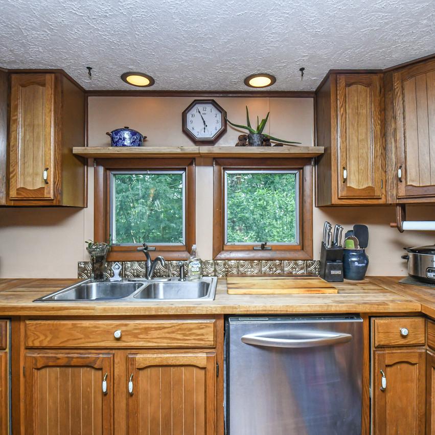 1138EAGLEROCK_kitchen5-4565_realestate