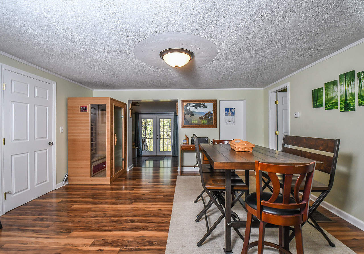 2160GREEN_dining (1 of 1)_realestate