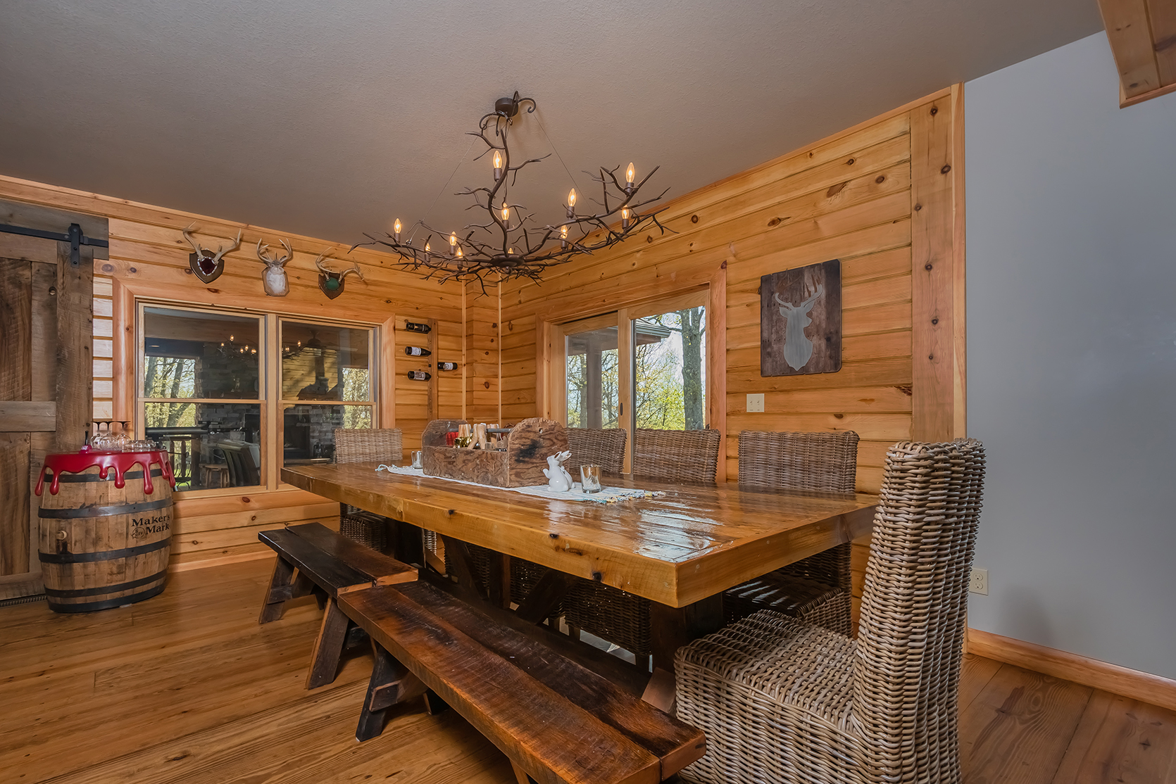 585SUMMITDRIVE_DiningRoom_1