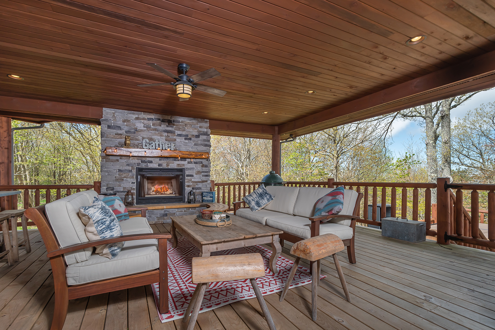 585SUMMITDRIVE_OutdoorLivingArea_1