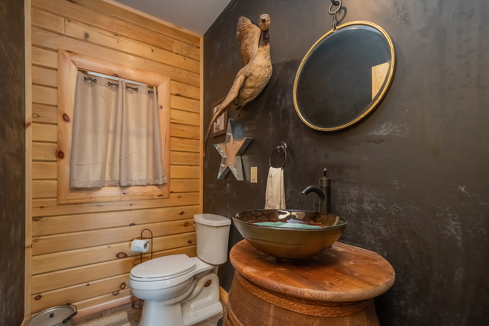 585SUMMITDRIVE_ML_PowderRoom_1