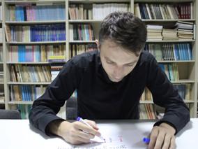 Nebojša Đurić: Matematičar koji Rubikovu kocku slaže za 15,60 sekundi (Naše hronike)