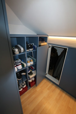 Bespoke dressing room cabinets and w