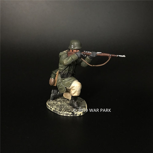 KH059 LSSAH Soldier Kneeling Firing with 98k