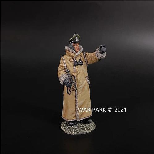 KH087 Kharkov German Officer in Winter Coat B (Pointing)