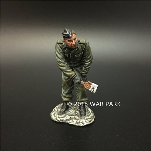 KH039 LSSAH tank crew painting winter camouflage A