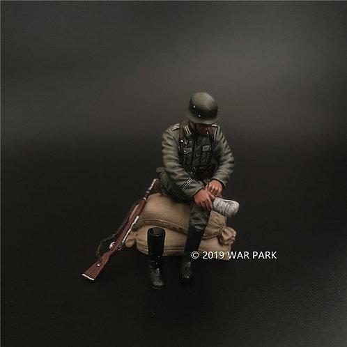 KU030 Groß deutschland Soldier Wearing Boots