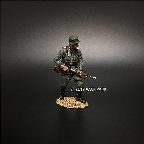 KU013 Groß deutschland Soldier Waiting with 98k Rifle