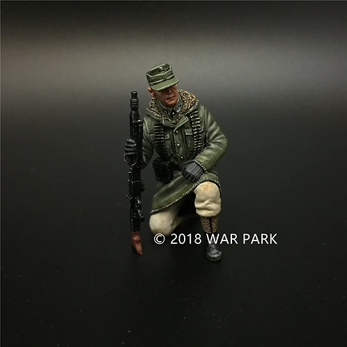 KH043 LSSAH tank rider kneeling with MG42 5#