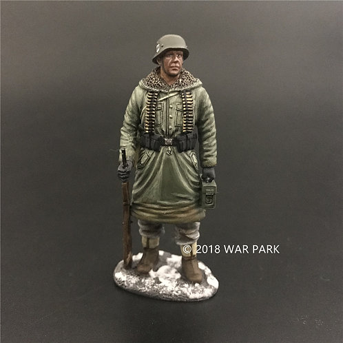 KH002 LSSAH soldier with MG42 Ammo
