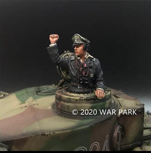 KU065 SS Tank Commander Raising Hand