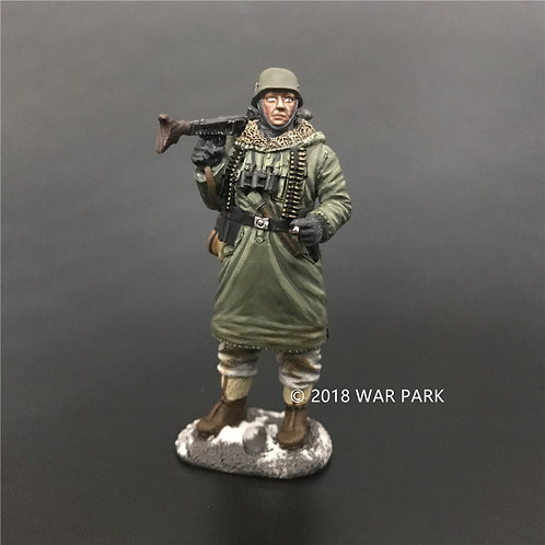KH003 LSSAH soldier with MG42 smoking