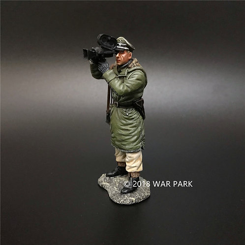 KH032 LSSAH war reporter with movie camera